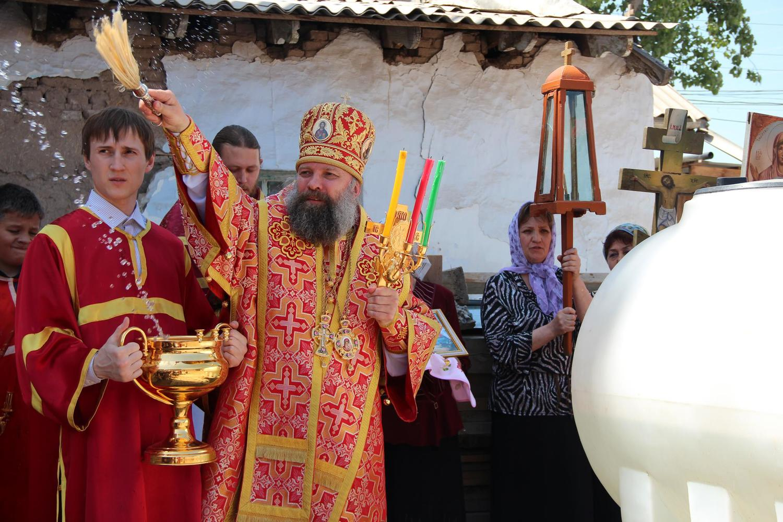 Епископ Питирим совершил Пасхальную Божественную Литургию в храме Архистратига Михаила в г. Курган-тюбе