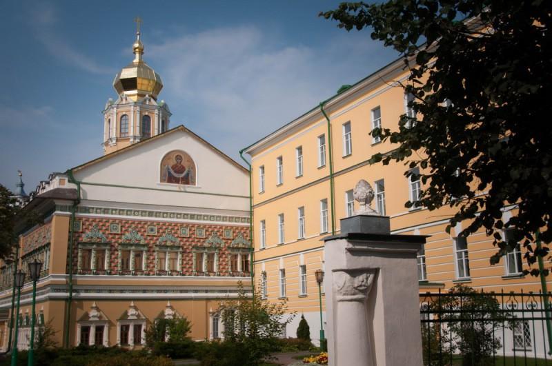 Епископ Питирим сослужил митрополиту Таллинскому Евгению в храме МДА