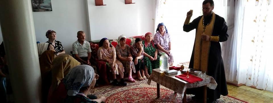 Сотрудники социального отдела посетили дом престарелых в Батоше