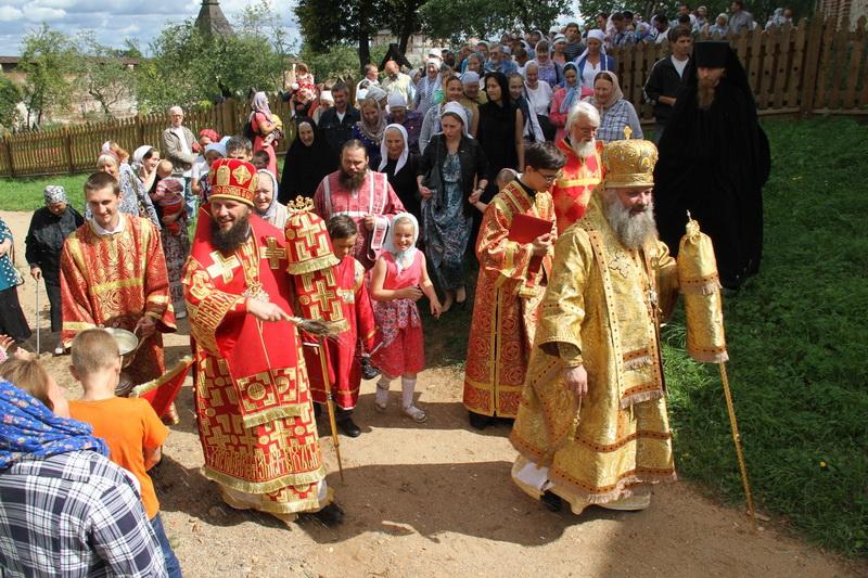 Епископ Питирим возглавил Божественную литургию в Борисоглебском монастыре Переславской епархии