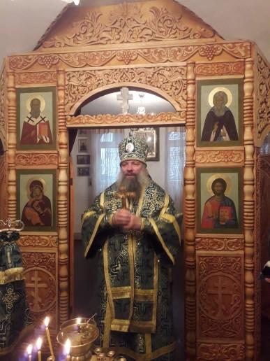 Епископ Питирим возглавил Божественную литургию в храме в г. Курган-Тюбе