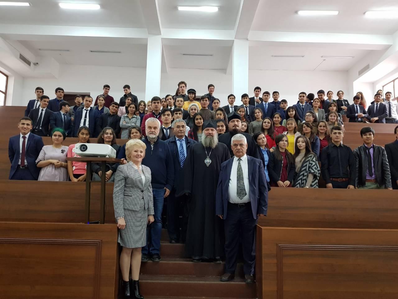 Русский писатель Варламов А.Н посетил Российско-Таджикский (Славянский) университет