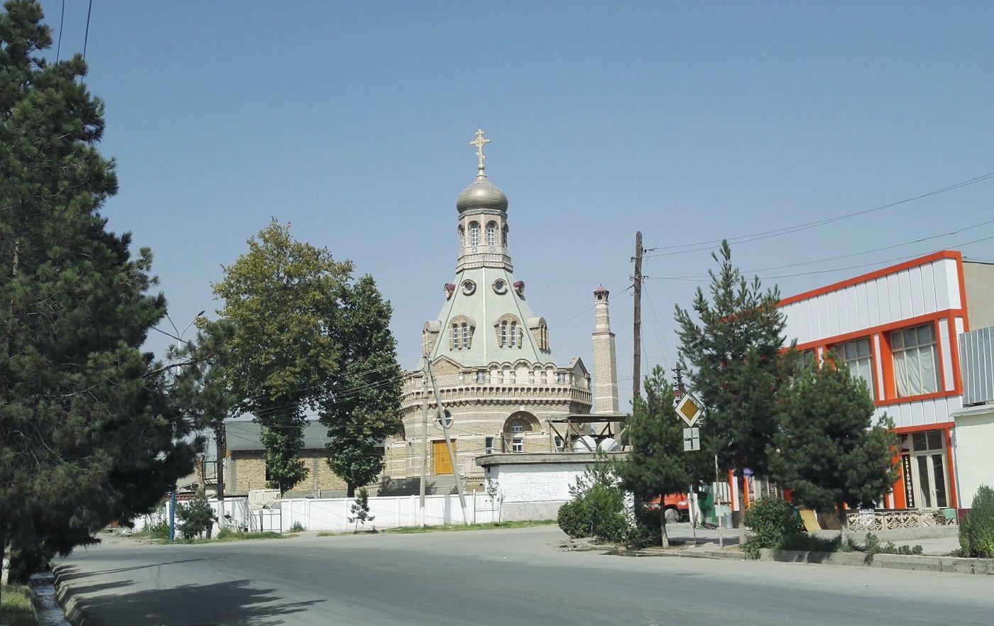 Архиерейское богослужение в храме г. Бохтар