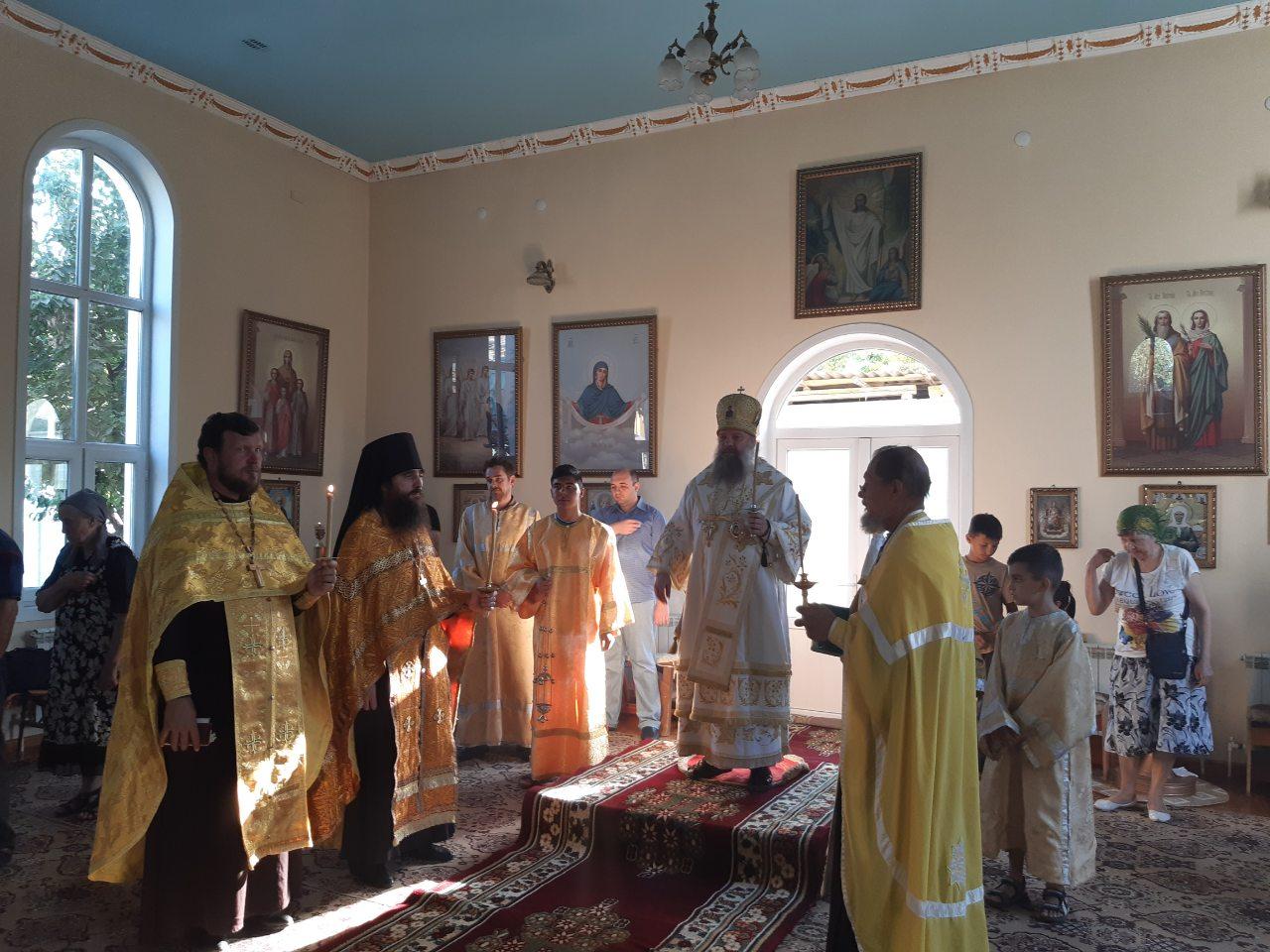 Епископ Питирим совершил Божественную литургию в храме святой равноапостольной Марии Магдалины г. Худжанд