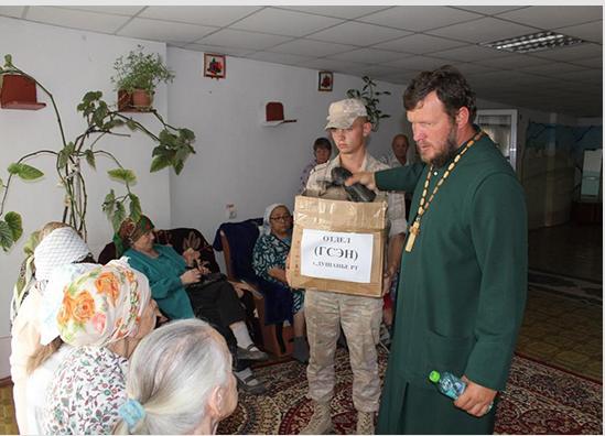 Российские военнослужащие посетили пожилых людей в доме-интернате поселка Батош