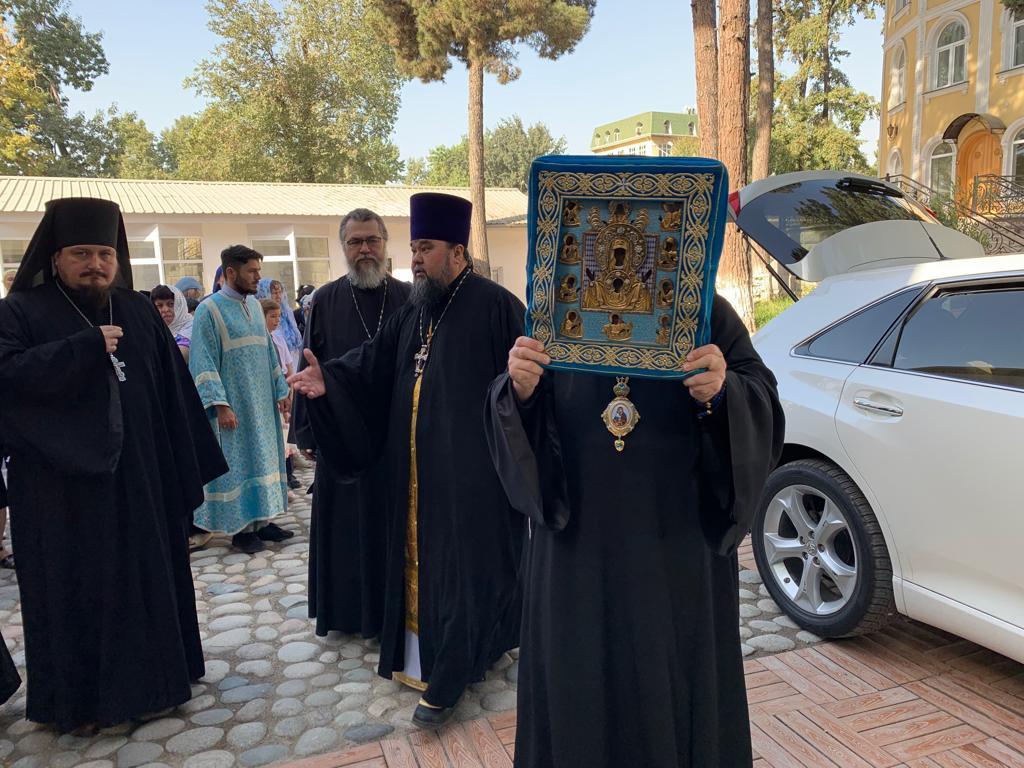 В Свято-Никольский кафедральный собор г. Душанбе доставлена икона Божией Матери Курско-Коренная «Знамение»