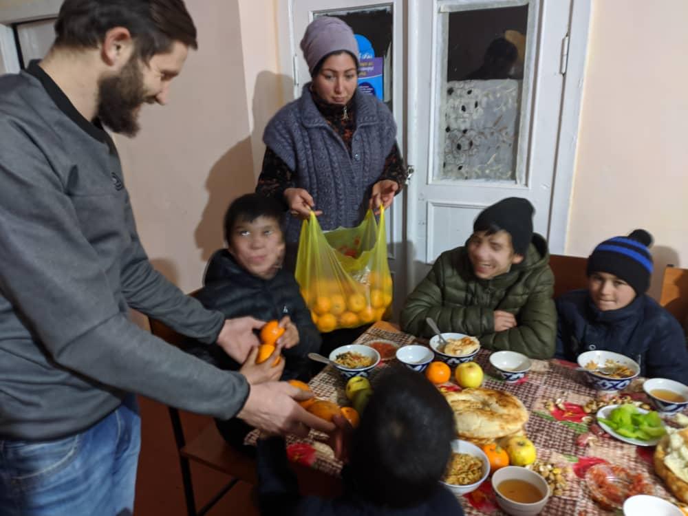 Сотрудники социального отдела Душанбинской епархии посетили детский дом в поселке Шураб