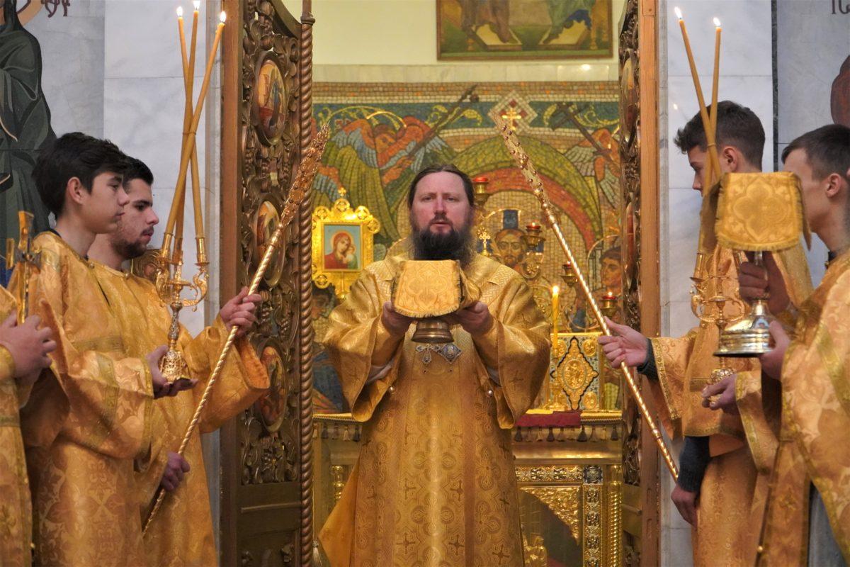 Архиерейское богослужение в Свято-Никольском кафедральном соборе