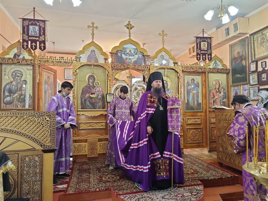 Епископ Павел совершил Божественную литургию в храме Иверской иконы Божией Матери г. Бустон