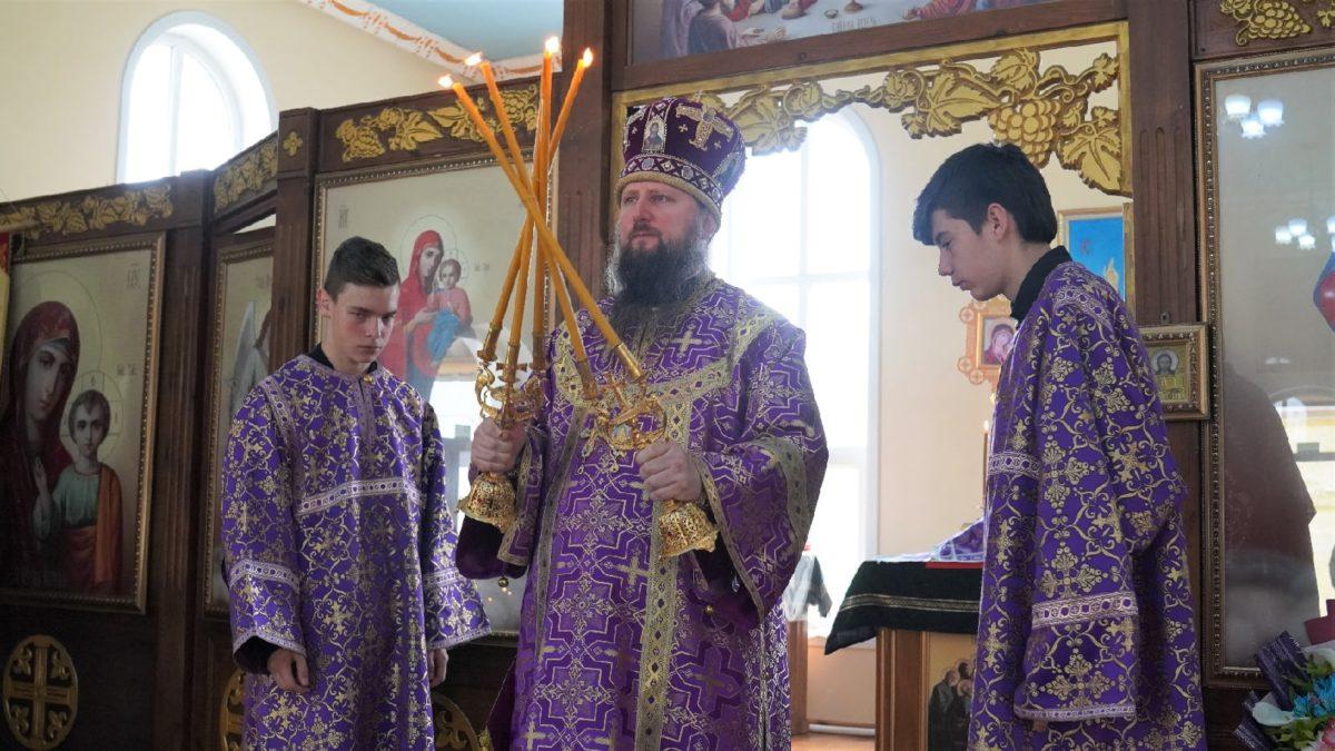 Епископ Павел совершил Божественную литургию в храме святой равноапостольной Марии Магдалины г. Худжанд