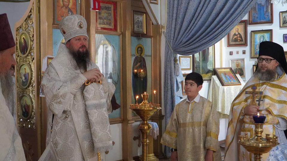 Епископ Павел совершил Божественную литургию в храме Покрова Пресвятой Богородицы г. Турсунзаде